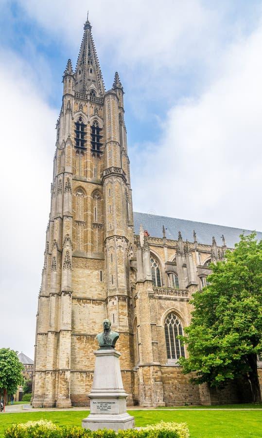 在大教堂圣马丁钟楼的看法在伊珀尔-比利时 库存图片
