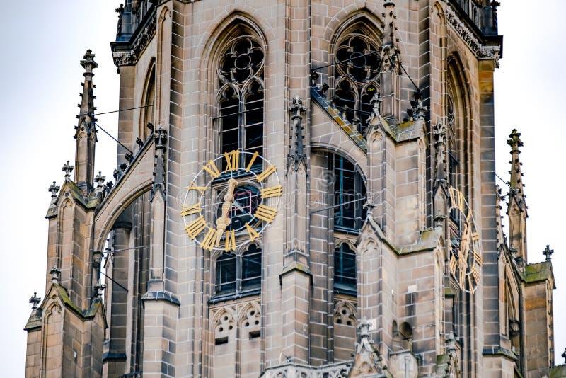 在大教堂的时钟在林茨,奥地利 图库摄影