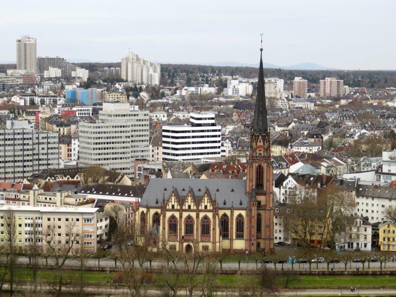在大教堂的看法河的在法兰克福德国 库存图片