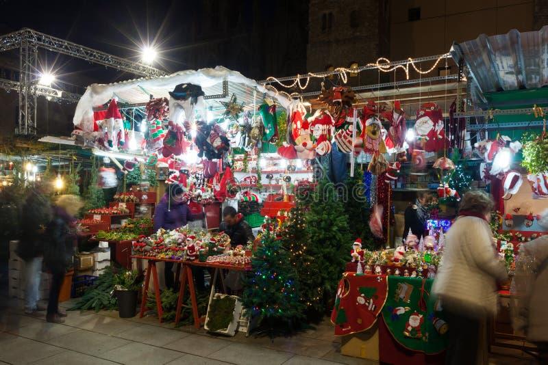 在大教堂附近的传统圣诞节贸易。巴塞罗那 免版税图库摄影