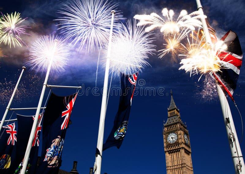 在大本钟的烟花-新年庆祝在伦敦,英国 免版税库存照片