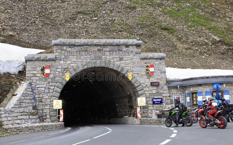 在大格洛克纳山高高山路,奥地利的Hochtor Tunne 免版税库存图片