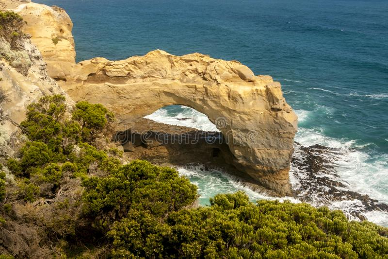在大洋路,澳大利亚,坎贝尔港附近的自然曲拱国立公园 图库摄影