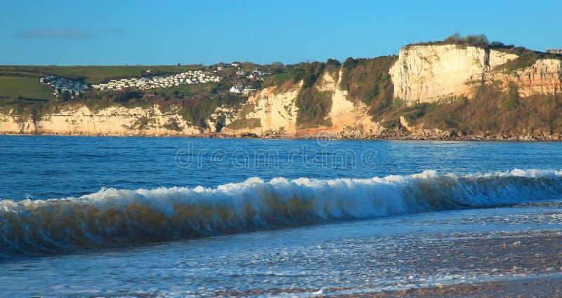 在大浪期间的波浪 库存照片