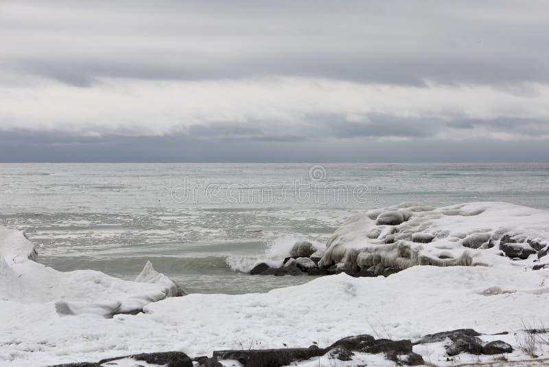 在大湖的冻结的风景 免版税库存照片