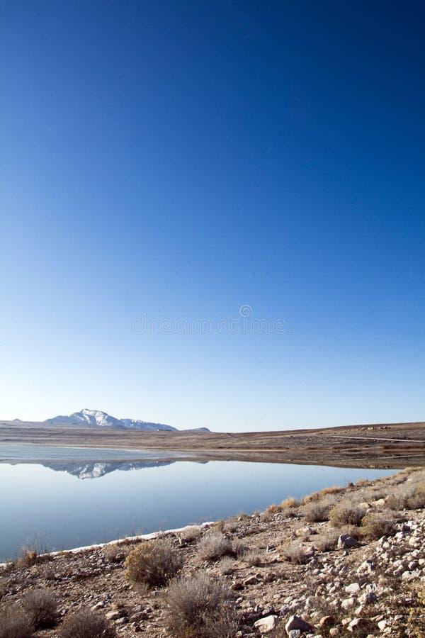 在大盐湖反映的落矶山脉 库存图片