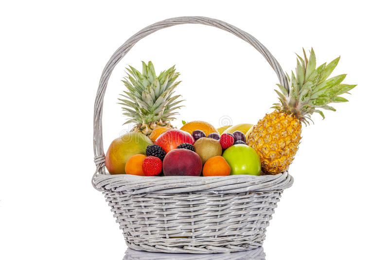 在大篮子的果子 库存图片