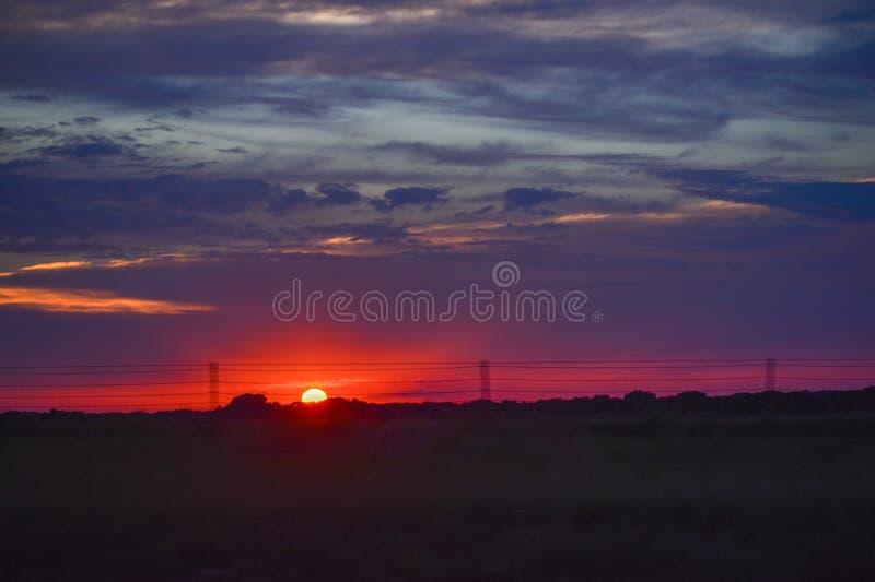 在大草原-堪萨斯火石小山的日落  免版税库存照片
