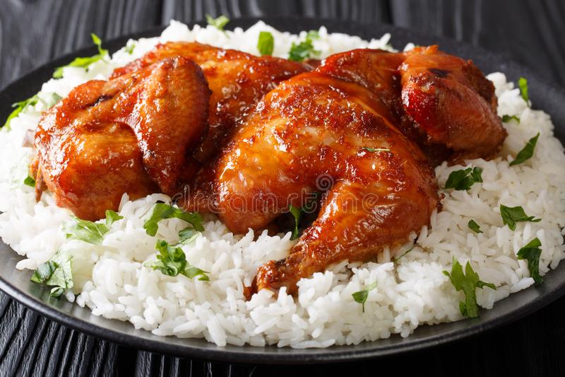 在大蒜,大豆调味汁烘烤的传统印度尼西亚鸡, 免版税库存照片