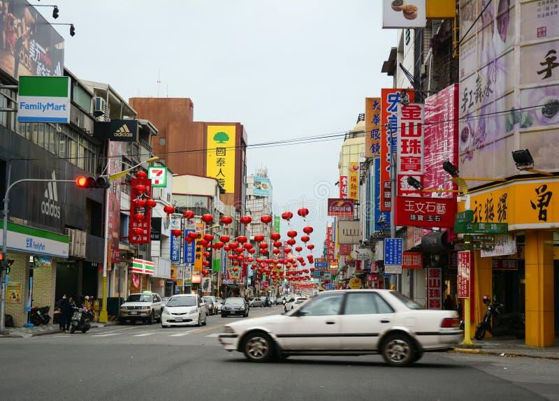 在大街上的汽车在花莲,台湾 库存照片