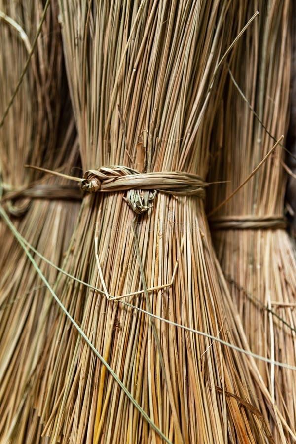 在大袋的特写镜头编织在槟知,湄公河的薹席子的秸杆三角洲区域,越南 r 库存照片
