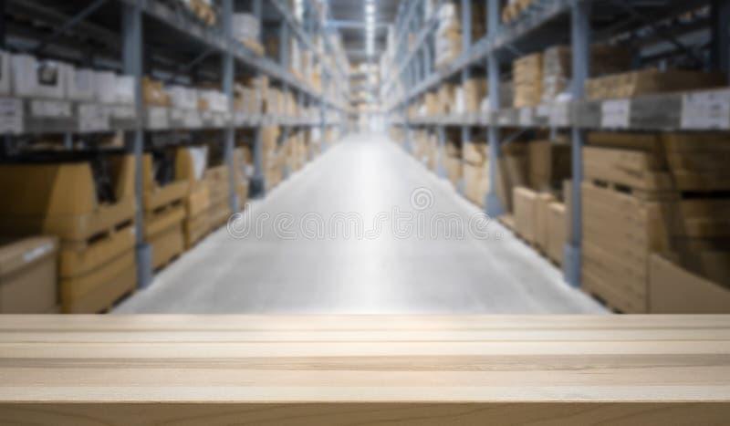在大被弄脏的存货股票前面的木台式 免版税图库摄影
