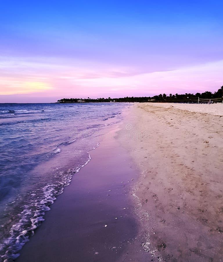 在大西洋的日落在巴拉德罗角,古巴 免版税库存照片