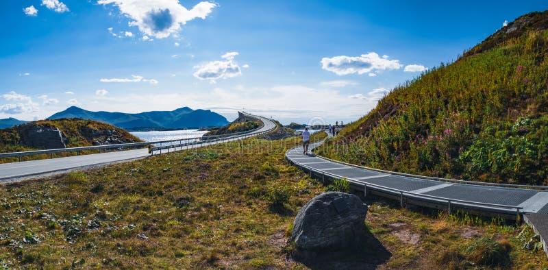 在大西洋路的Storseisundet桥梁,挪威 库存照片