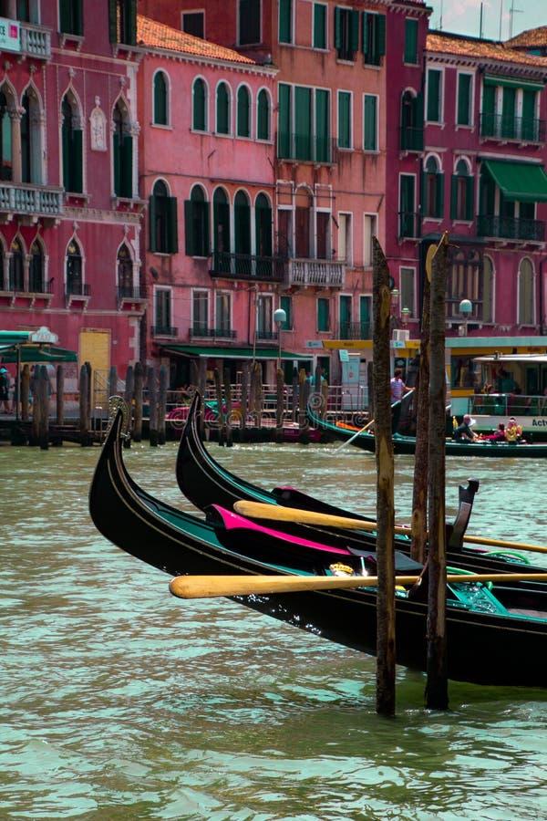 在大运河的长平底船 免版税图库摄影
