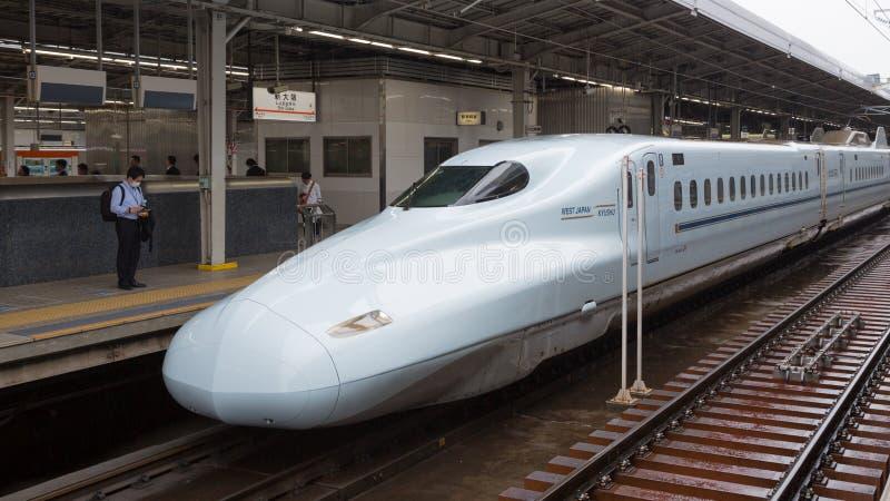 在大阪驻地的Shinkansen火车 免版税库存照片
