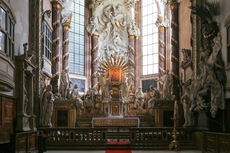 在天主教的法坛 库存照片