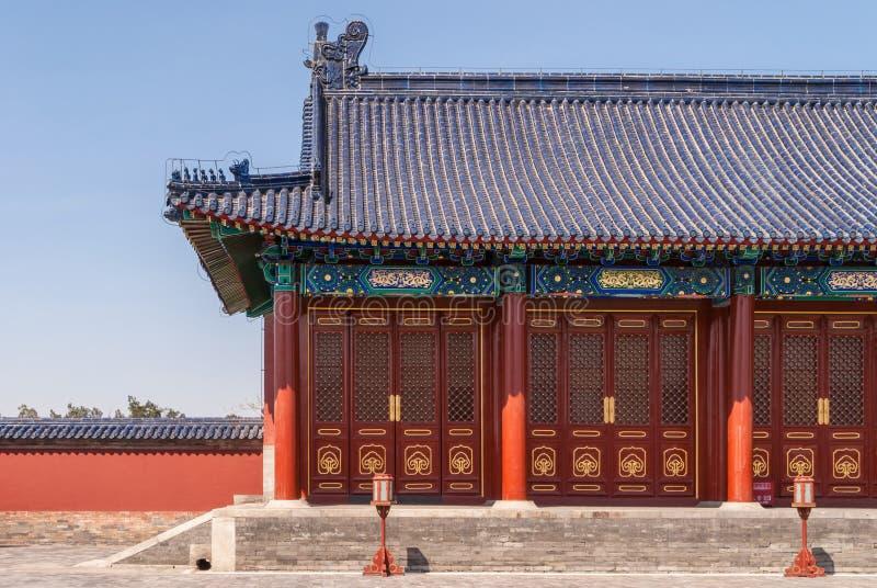 在天坛,北京的红色旁边大厦 免版税库存图片