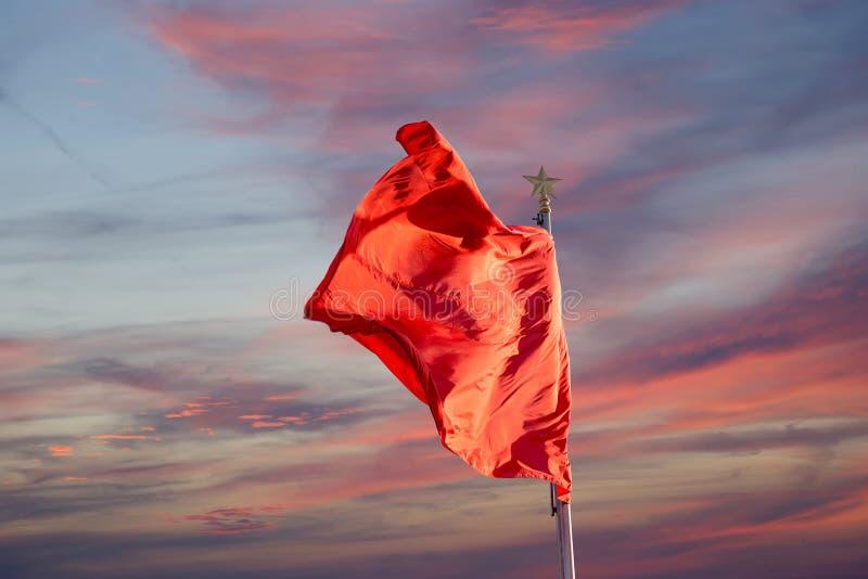 在天安门广场的红旗--北京,中国 免版税库存照片