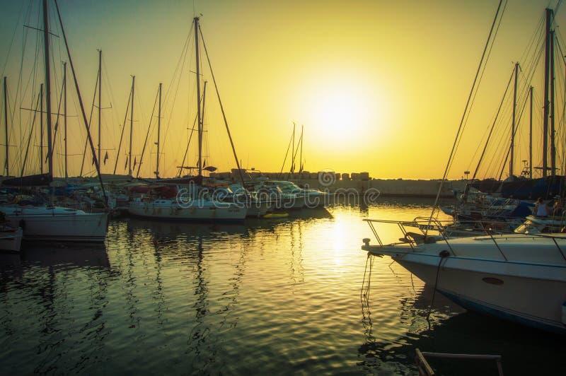 在天的日落的贾法角旧港口 特拉维夫Yafo以色列 免版税库存图片