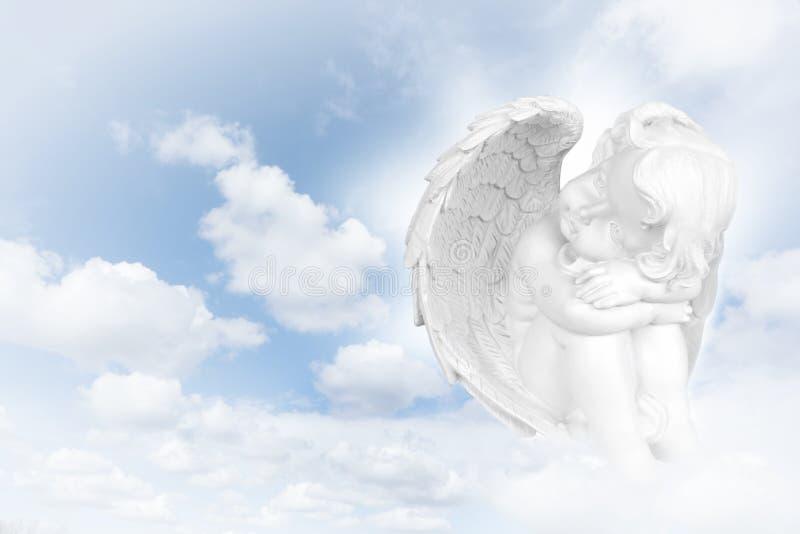 在天空前的天使梦想 免版税库存照片