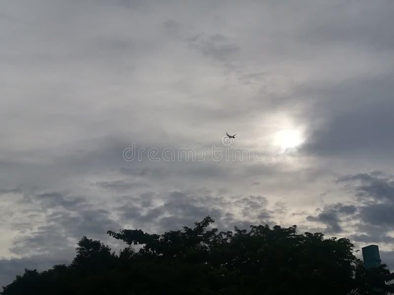 在天空和云彩的飞机 免版税图库摄影