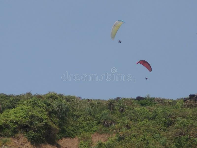 在天空果阿的滑翔伞 库存图片