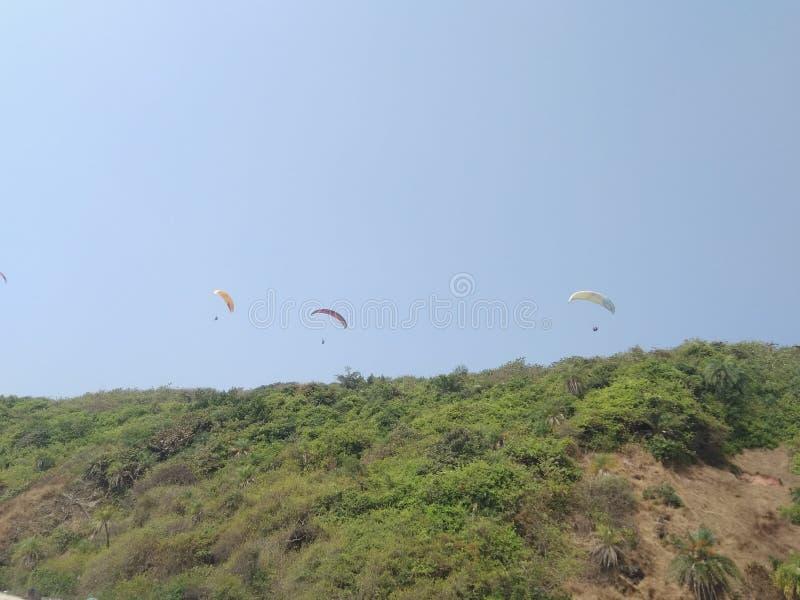 在天空果阿的滑翔伞 库存照片