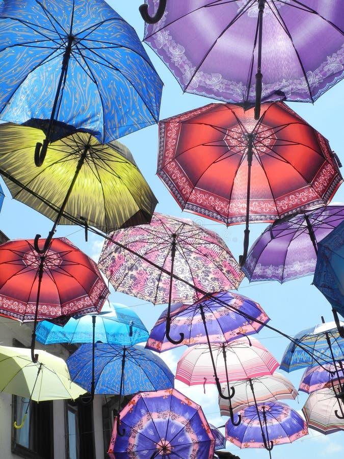 在天空的伞 免版税库存图片