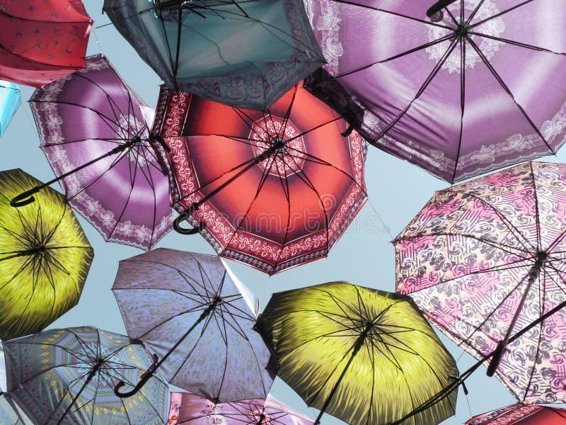 在天空的伞 库存照片