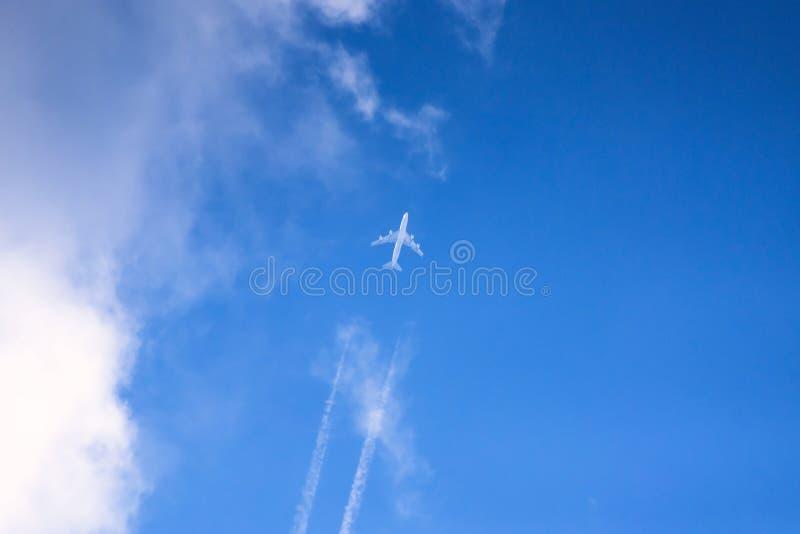 在天空的喷气机飞行 免版税图库摄影