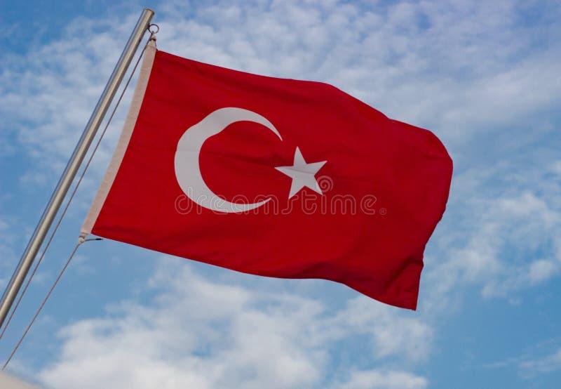在天空的土耳其旗子 库存照片