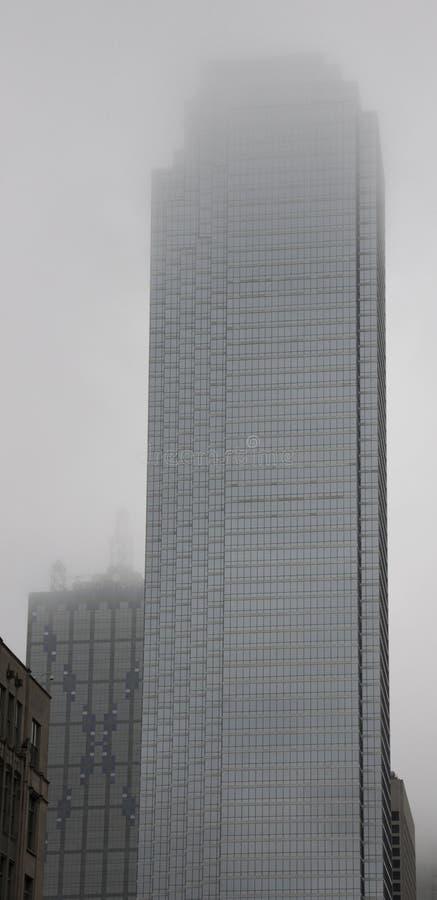在天空的大厦 免版税库存图片
