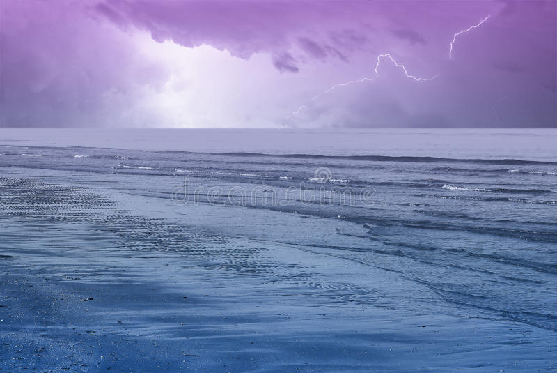 Download 在天空的惊人的海洋 库存照片. 图片 包括有 冷静, 热带, 户外, 风险, 蓝色, 海洋, 展望期, 海岸 - 22358396