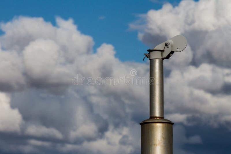 在天空的排气管 免版税库存图片