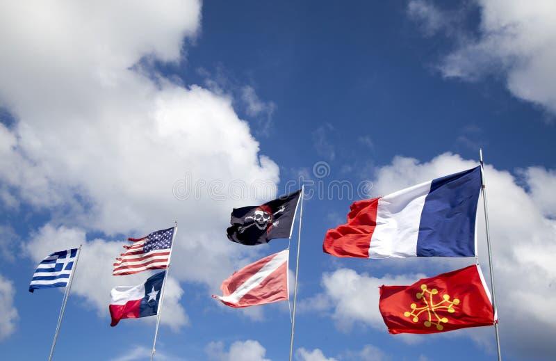 Download 在天空的旗子 库存照片. 图片 包括有 旗竿, 社区, 室外, 全球, 国家, 联盟, 希腊语, 亚马逊 - 30332434