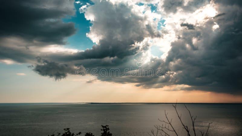 在天空的日落风暴在的里雅斯特 免版税图库摄影