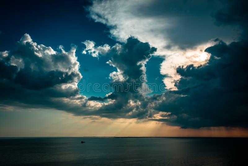 在天空的日落风暴在的里雅斯特 库存图片