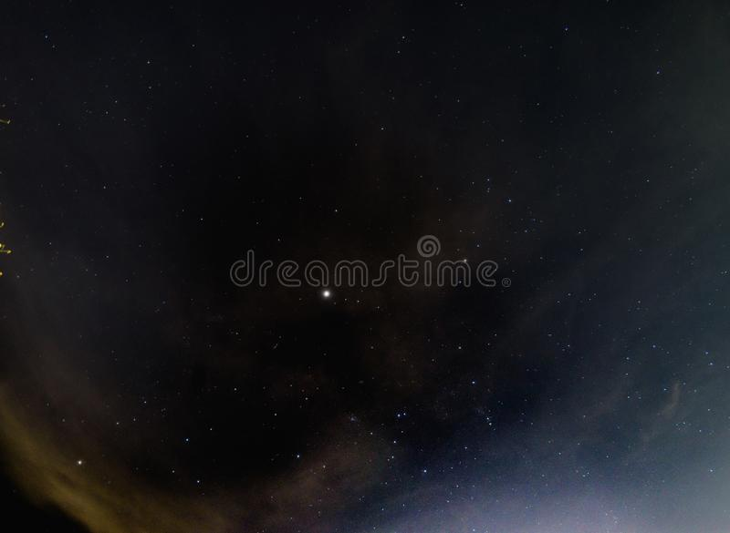 在天空的星在浩大的宇宙在泰国 免版税库存照片