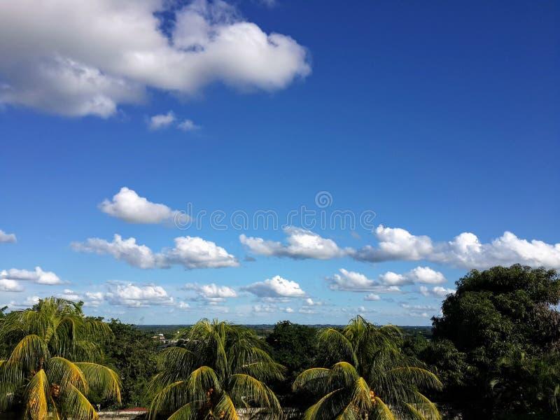 在天空的棉花啪嗒啪嗒的响声 库存图片