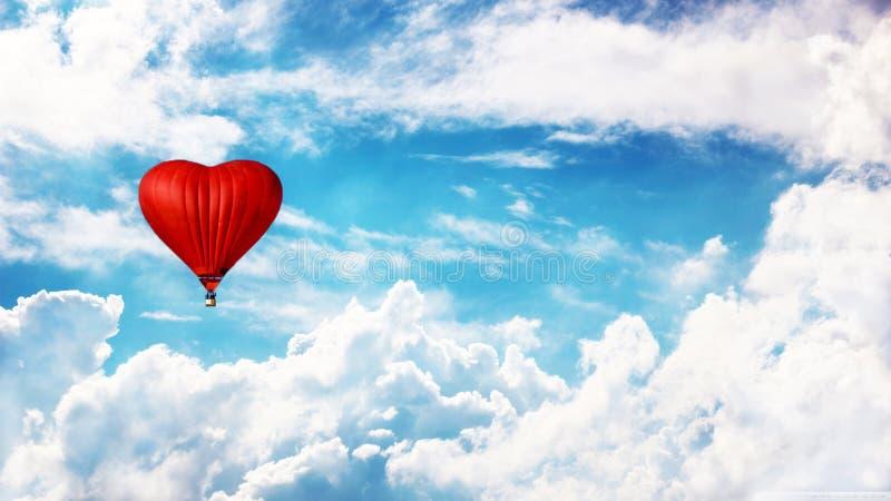 在天空的气球 Heartlike气球 爱和和平 免版税库存图片