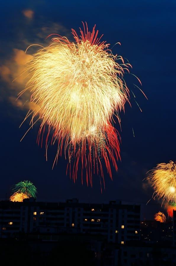 Download 在天空的烟花 库存图片. 图片 包括有 天空, 烟火制造术, 节假日, 夜间, 特殊, 蓝色, 烟花, 展开 - 300191