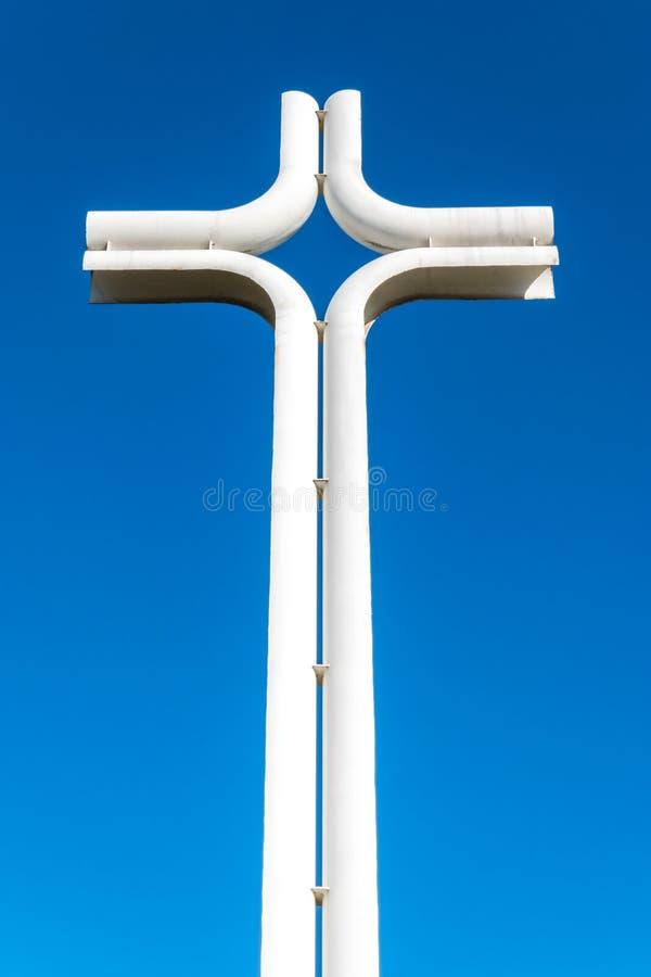 在天空的现代铁十字架 图库摄影