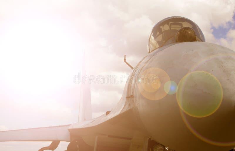 在天空的现代喷气式歼击机 免版税库存照片