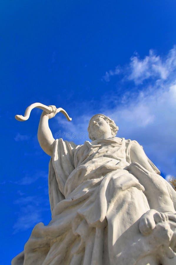 在天空的纪念碑在Bialystok Branicki公园 免版税库存图片