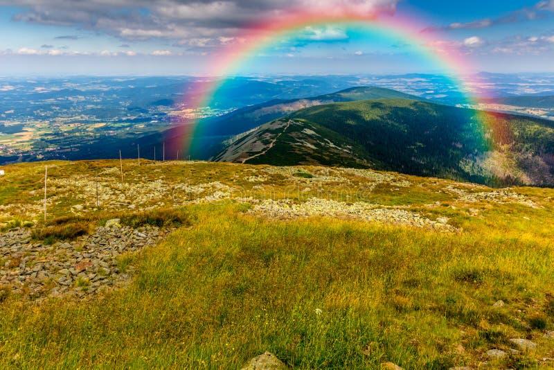 Download 在天空的美丽的彩虹 库存照片. 图片 包括有 气象学, 创建, 颜色, 自由, 测试, 魔术, 和谐, 希望 - 59100716