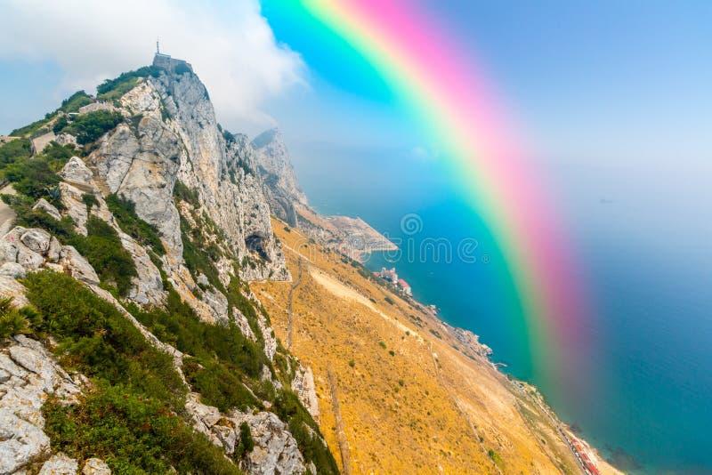 Download 在天空的美丽的彩虹 库存图片. 图片 包括有 奇迹, 和平, 蓝色, beauvoir, 多云, 希望, 地图集 - 59102047