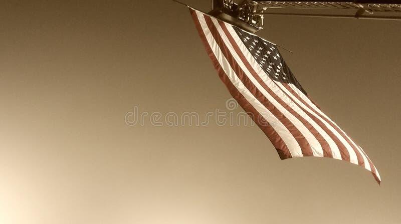在天空的美国国旗 免版税库存照片