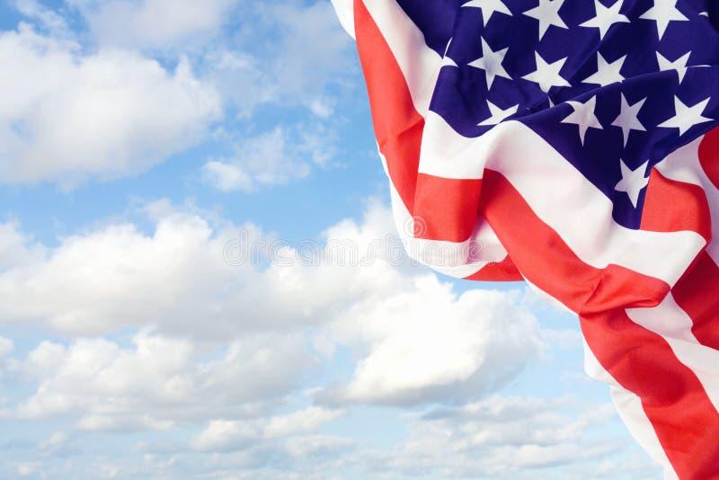 在天空的美国蓝旗信号 图库摄影