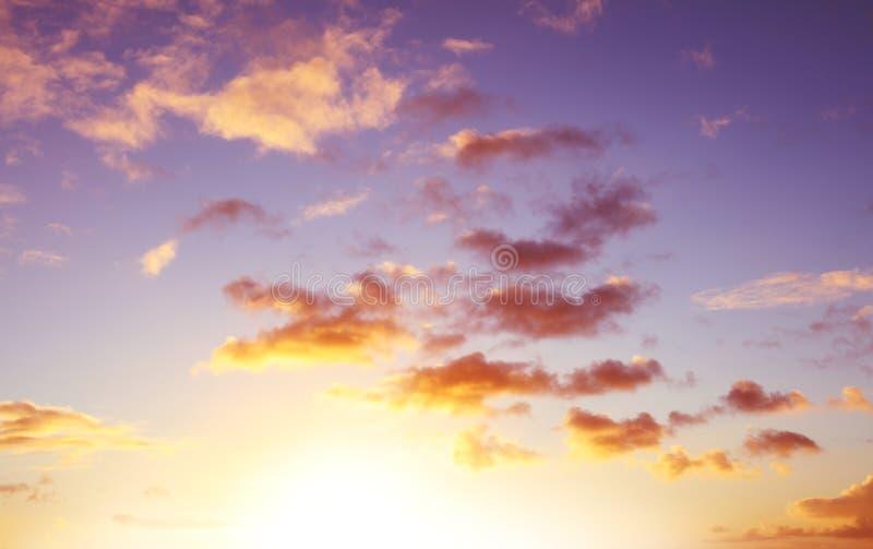 在天空的被日光照射了云彩 图库摄影